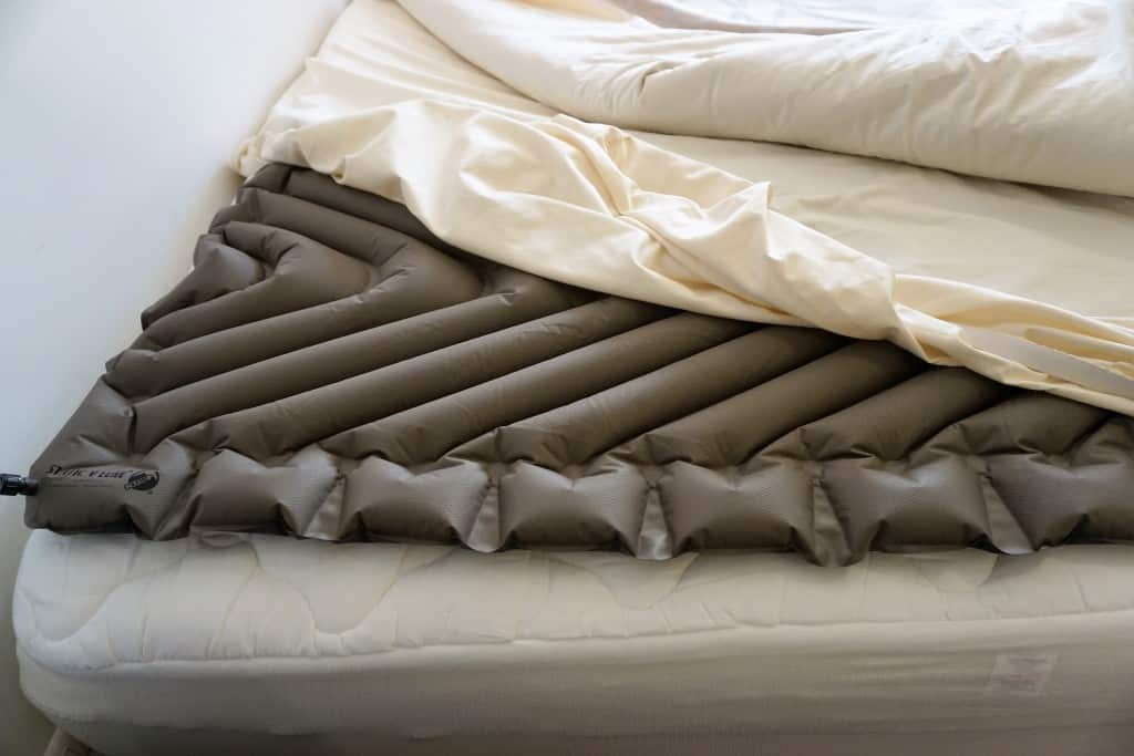 Рельефный надувной матрас