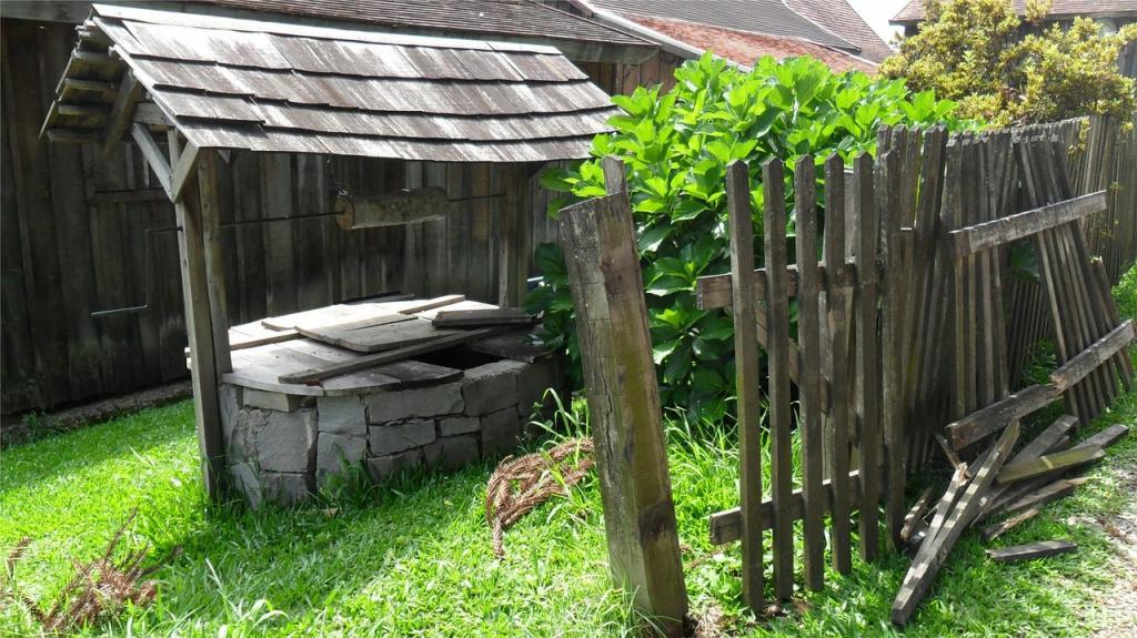 старый колодец в деревне
